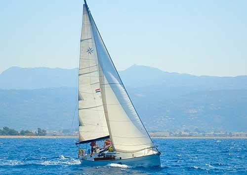 Een zeiljacht huren voor bareboat zeilen