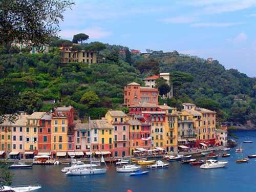 Flottielje zeilen in Italie langs de Amalfi kust