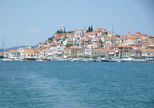 Een zeilboot huren in Griekenland vanuit Athene. Poros
