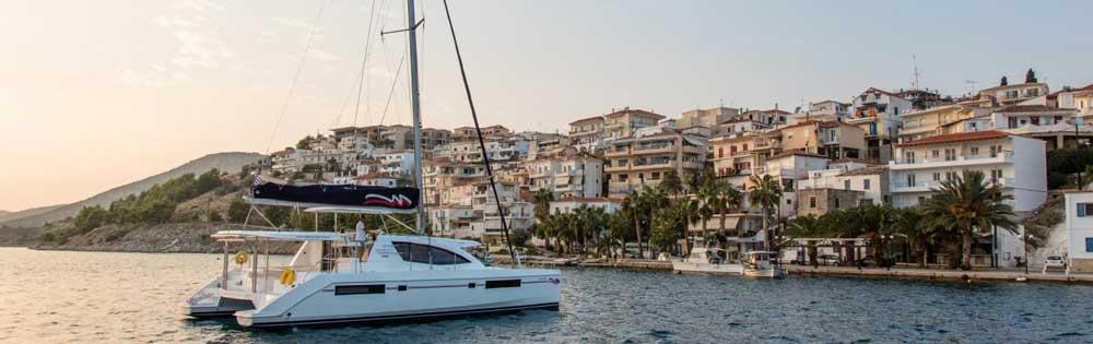 Flottielje zeilen in de Saronische Golf vanuit Athene