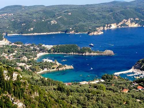 Flottielje zeilen vanaf het eiland Corfu vanuit Gouvia Marina