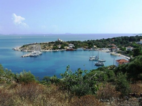 Flottielje zeilen naar het eiland Kastos