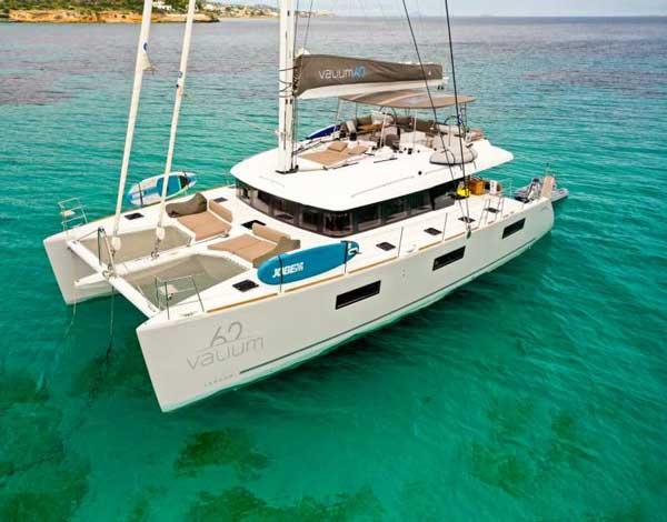 Lagoon 62 Luxe catamaran met schipper/hostess